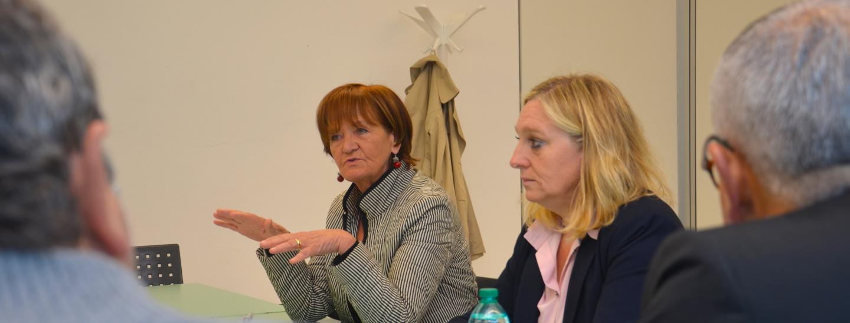 L'assessora Martha Stocker e la direttrice della Ripartizione sanità Laura Schrot