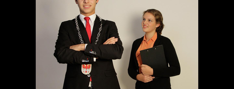 Bürgermeister und Assistentin Judith