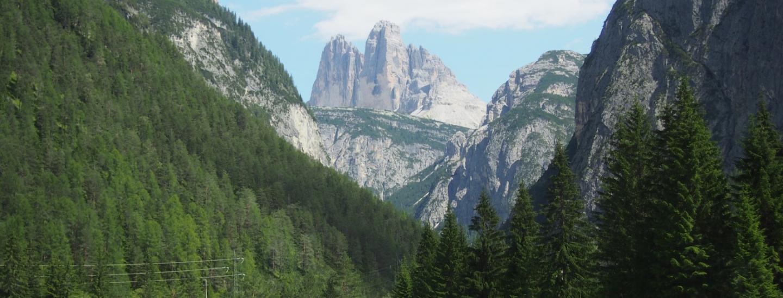 Zinnenblick auf der Hinfahrt im Höhlensteintal