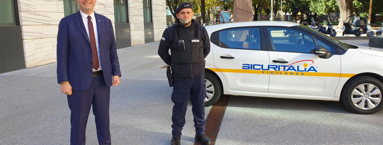 piazza Magnago, Kompatscher, Bessone, guardia giurata De Blasio
