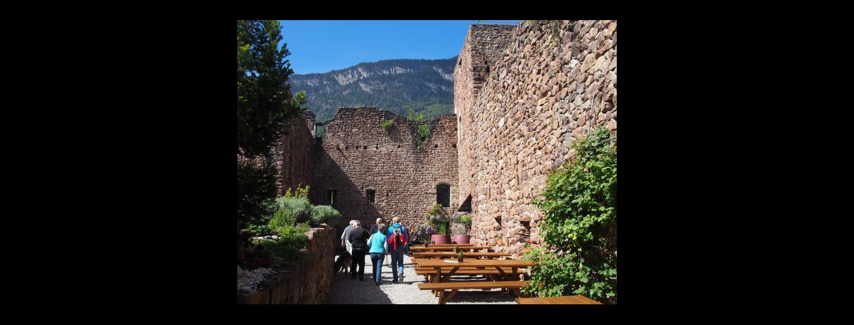 Die Burgschänke im Schlosshof von Boymont