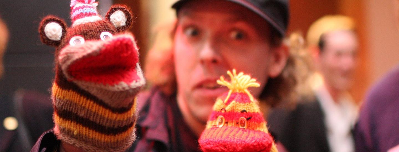 """sock puppets """"Kiki and Bubu"""" (Brian Solis - flickr.com/photos/briansolis/2673707010, CC BY 2.0)"""