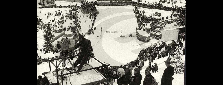 [1970] Campionati del mondo di sci alpino in Val Gardena. Al traguardo in zona Ruacia gli spettatori in attesa degli atleti.