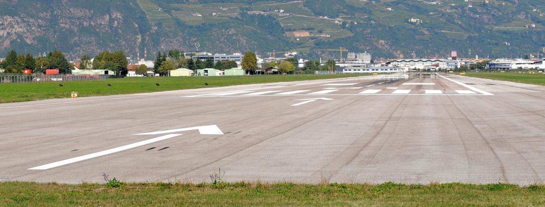 Landebahn Flughafen Bozen