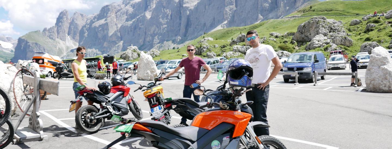 E-Motorräder am Sellajoch
