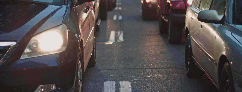 auto-in-coda-strada.jpg