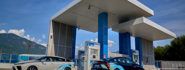 Consegna Toyota Mirai a IIT a Bolzano Sud per il progetto LIFEAlps