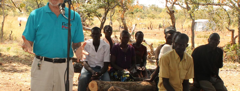 Radio-Chef Pasolini berichtet über die Flüchtlinge in der Siedlung BidiBidi