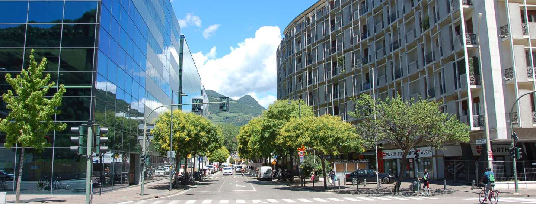 Via Alto Adige, Bolzano, piazza Verdi