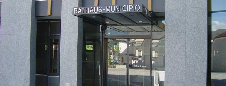eingang_rathaus.jpg