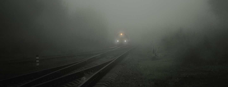 Zug im Nebel