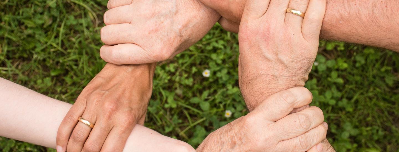 Kreis - Gemeinschaft - Hände
