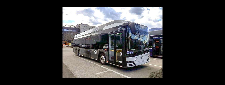 Primo nuovo bus a idrogeno dell'appalto 2018-2019 nel deposito Sasa in via Buozzi a Bolzano