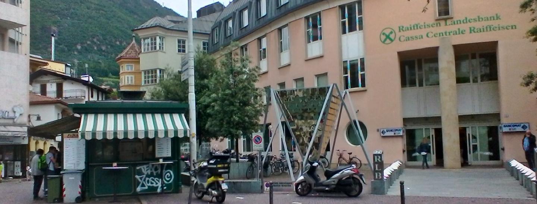 Laurin scultura + chiosco (foto @s3rpe)