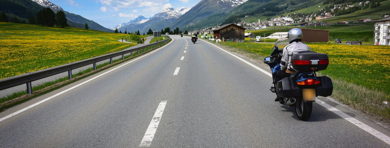 Moto in montagna fra rumore, inquinamento e velocità: problema irrisolto da anni e anni.
