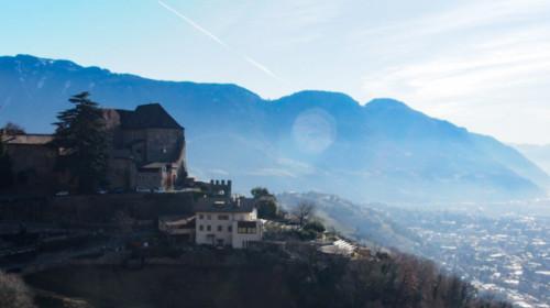 Prachtblick auf Schloss Tirol und das Etschtal