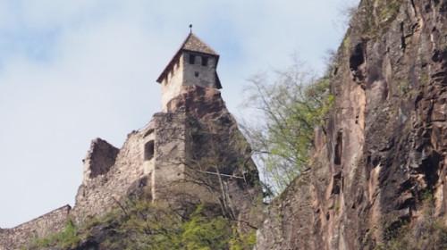 Ruine Festenstein grüßt vom Porphyrfelsen
