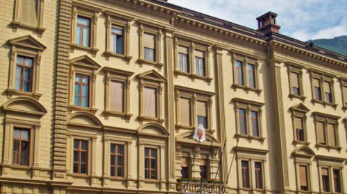 1250780453d_5943-bozen-landhaus-sitz-landesregierung-palais-widmann_0.jpg
