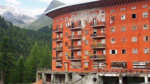 "Hotelruine ""Paradiso"""