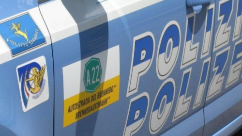 autovettura_polizia_stradale_a22.jpg