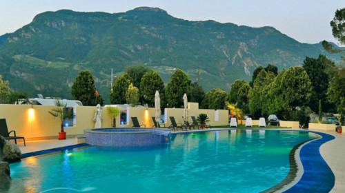 csm_hotel-camping-schlosshof-lana-suedtirol-6_533c9b25e0.jpg