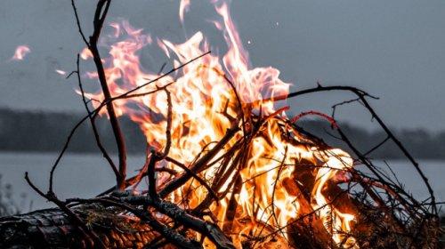 Feuer am Fluss