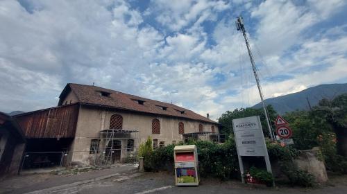 Il retro del fienile di via Fago a Bolzano
