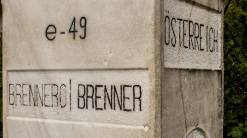 Grenzstein Brenner seitlich