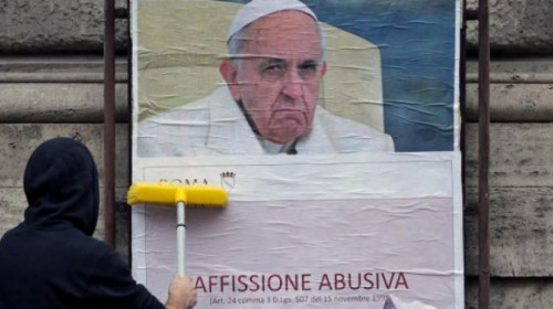 manifesti-contro-il-papa.jpg