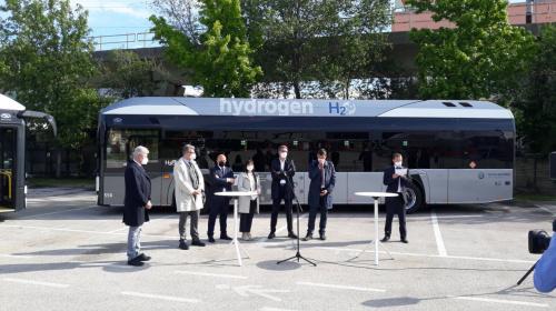 La presentazione dei nuovi bus a idrogeno Solaris Urbino H2 di Sasa