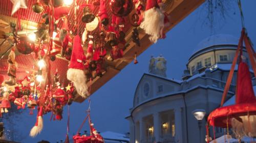 Weihnachten vor dem Meraner Kurhaus