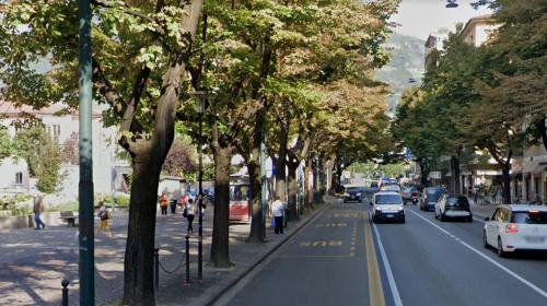 Via Roma, l'area di proprietà dell'Abbazia di Novacella da Google Street View