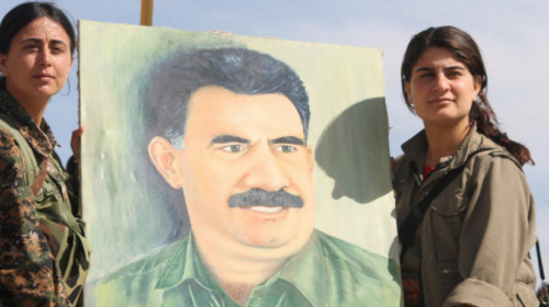 ybs_and_pkk_fighters_holding_up_a_painting_of_abdullah_ocalan.jpg