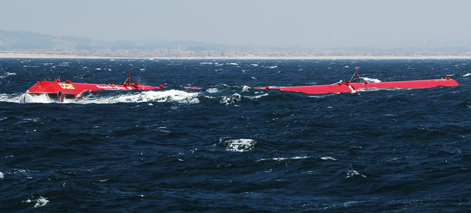 1200px-pelamis_machine_installed_at_the_agucadoura_wave_park_wikimedia_pd.jpg