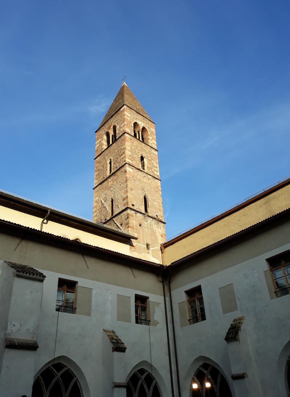 Il campanile della Chiesa dei Domenicani visto dal chiostro (12.6.2021)