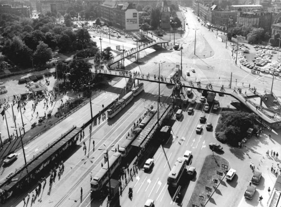 Leipzig, Friedrich Engels Platz, Fußgängerbrücke