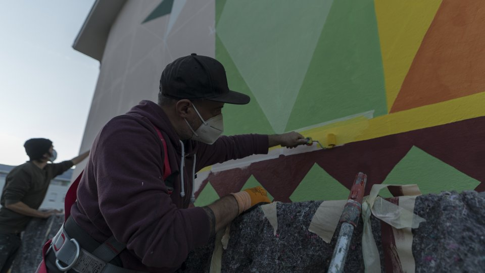 La realizzazione del murales da parte di Oscar Odd Diodoro