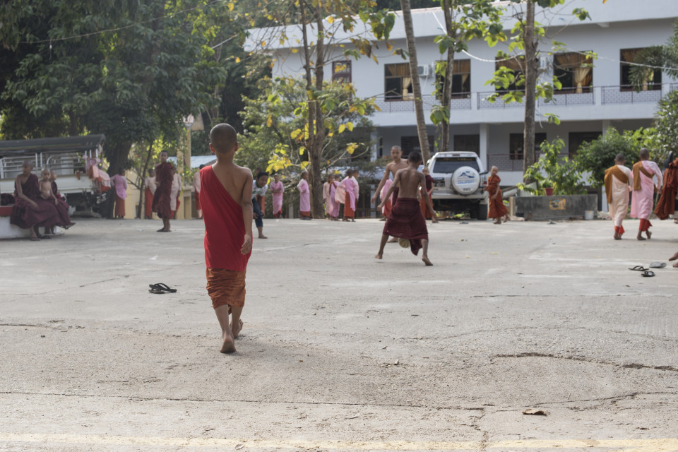 Piccoli monaci durante la ricreazione
