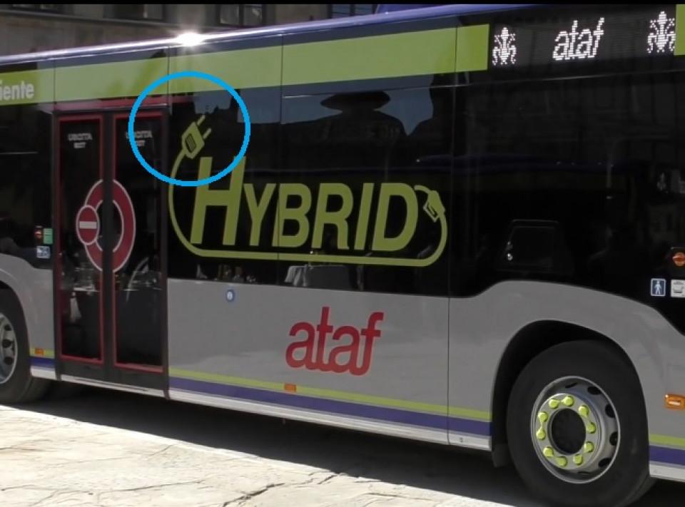 firenze_bus_ataf_ibridi_spina_elettrica_farlocca.jpg