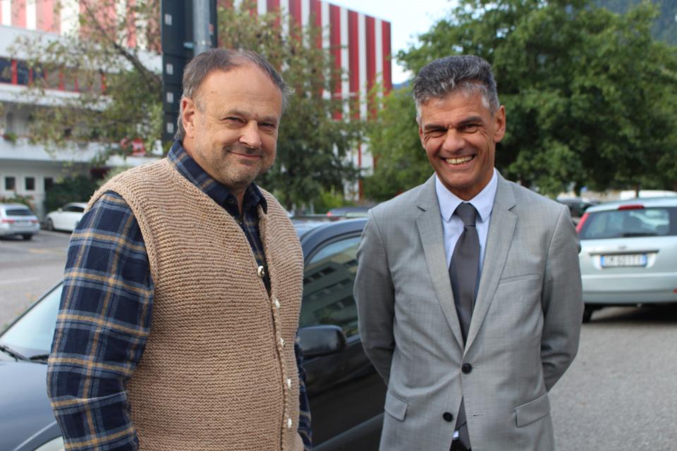 Ulrich Gamper, Präsident Biokistl und Bürgermeister von Algund mit seinem Amtskollegen Harald Stauder, BM Lana
