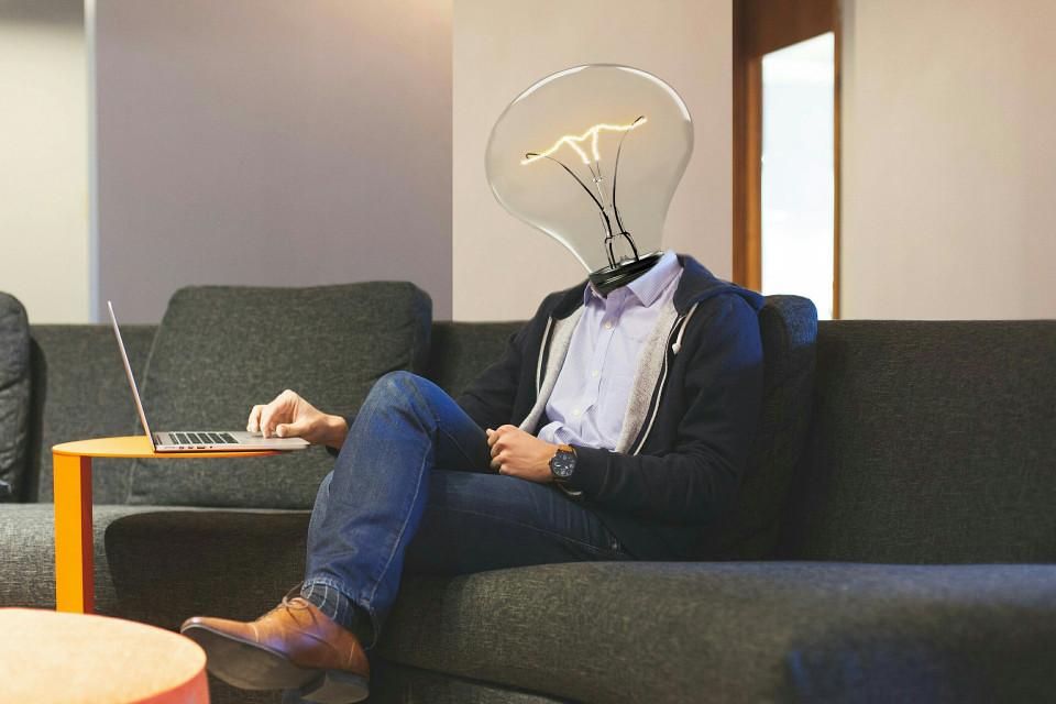 lightbulb-3449671_1920.jpg