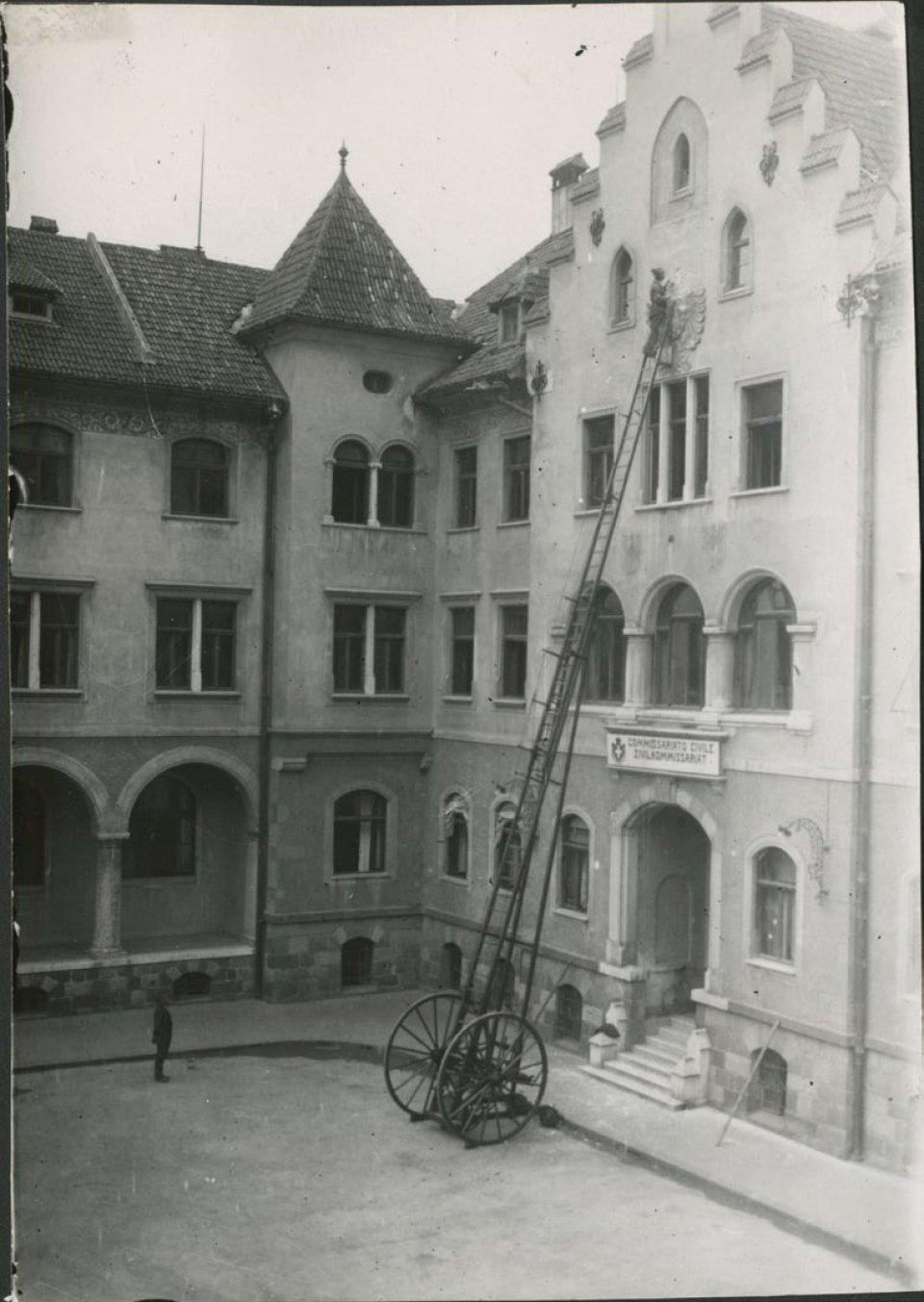Der Doppeladler muss weichen (1919) .