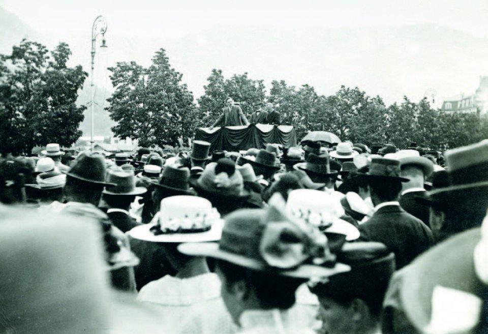 Bernhard von Zallinger spricht auf der Meraner Autonomie-Kundgebung vom 9. Mai 1920 in Meran.