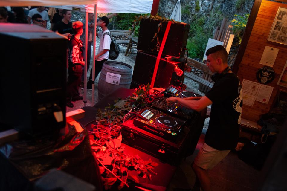 DJ lint