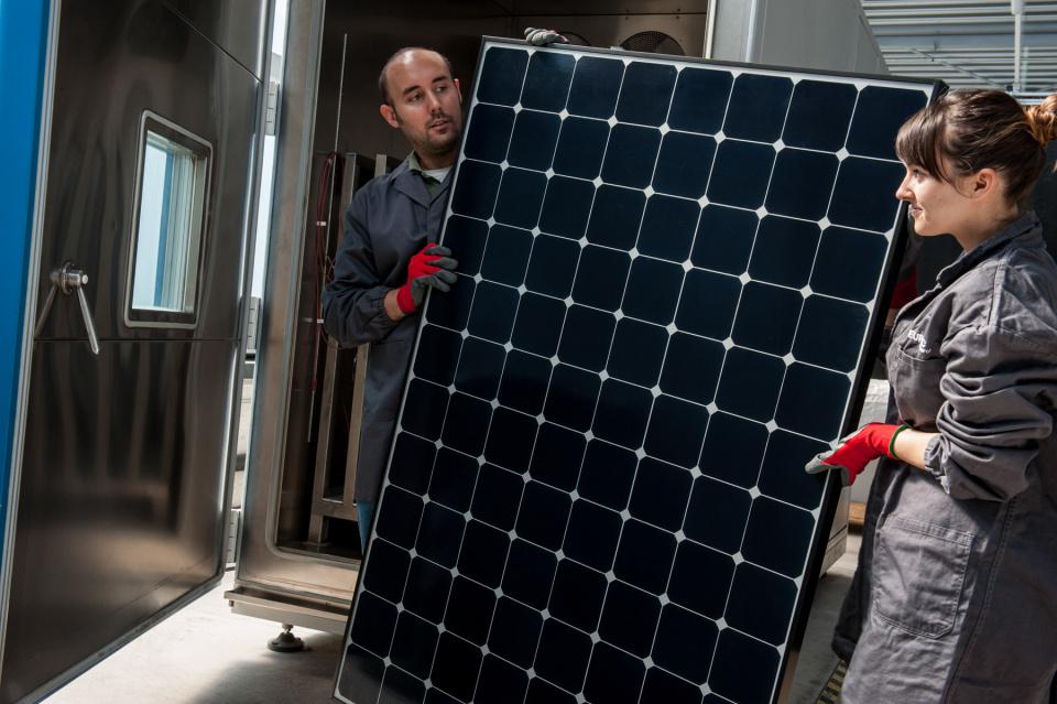 Im NOI können Photovoltaikmodule auf Ihre Leistung getestet werden
