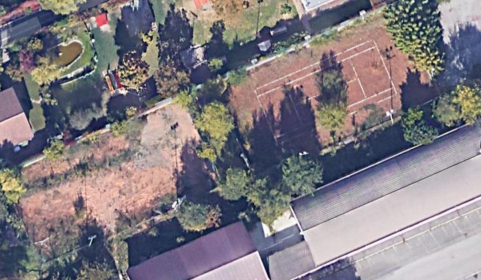 Sui campi da tennis di via Resia crescono gli alberi