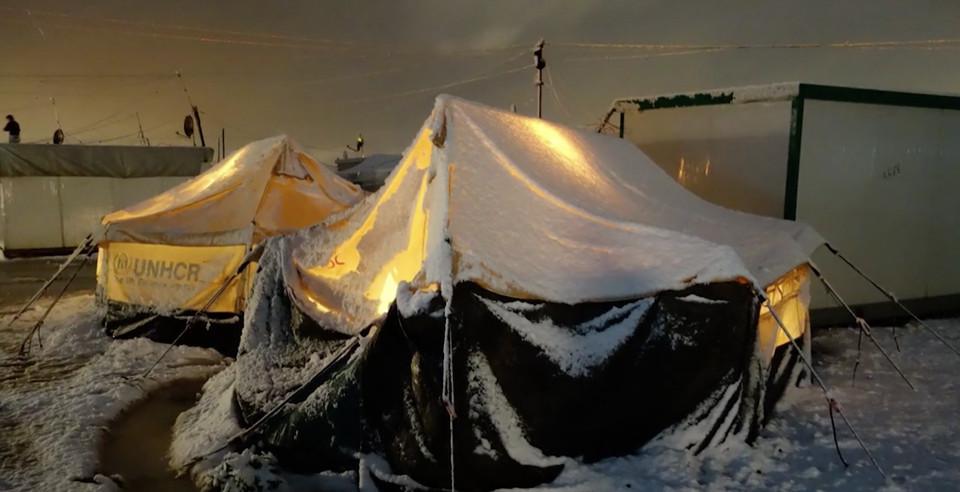 Le tende devono essere stabilite per la neve