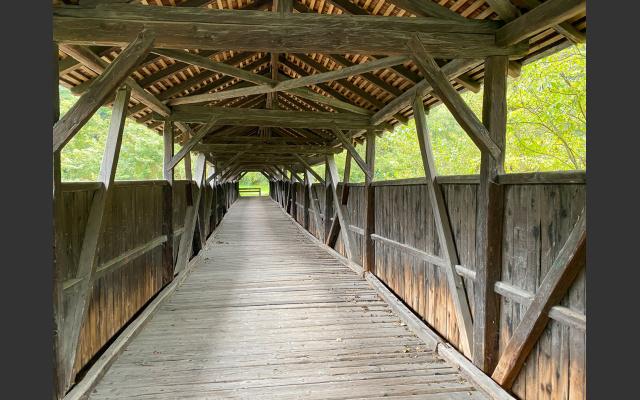 Die gedeckte Eisackbrücke in Steg