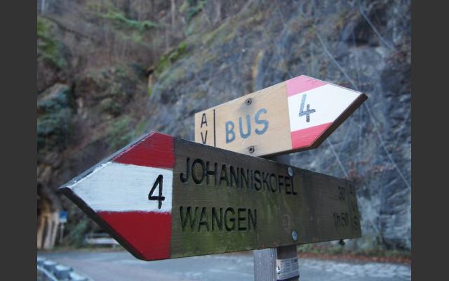 Schilder an der alten Sarntaler Straße