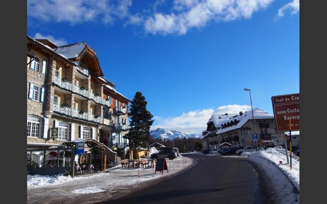 Start am Karerpass, alte, schöne Hotelarchitektur